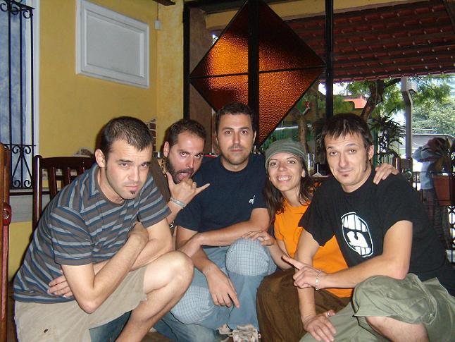 Imagen del equipo de Aragón Musical con Pablo Ferrer y Liborio. Tour 2007