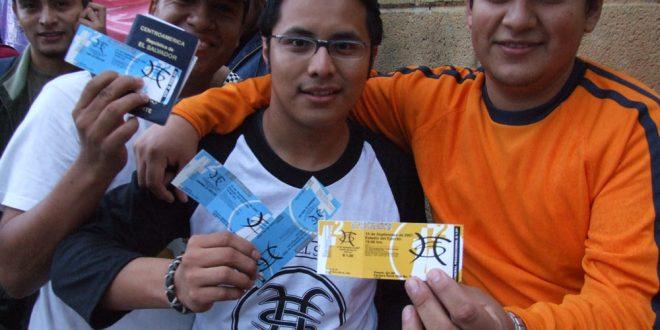 Seguidores de varios países cercanos a Guatemala, haciendo fila - Tour 2007