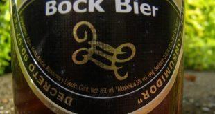 Imagen con la etiqueta original de la cerveza negra de Guatemala. Foto tomada en Livingston