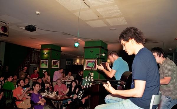 Foto: DELIRIUM TREMENS tocando para el programa Aragón Suena. Por: Ángel Burbano.