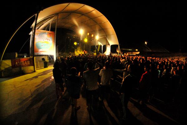 Kase O. actuando en el Anfiteatro de la Expo. Foto: Diego Stabilito.
