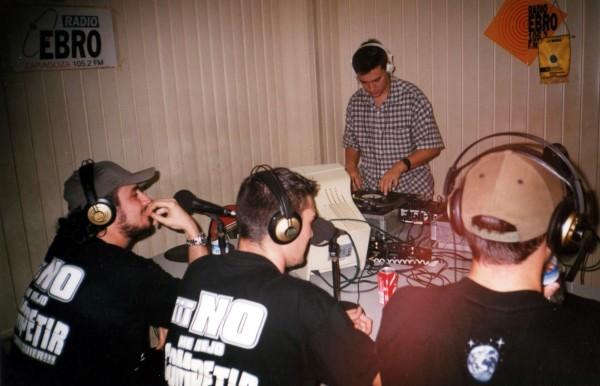Foto: VIOLADORES DEL VERSO actuando en el programa Edición Local en 1999.
