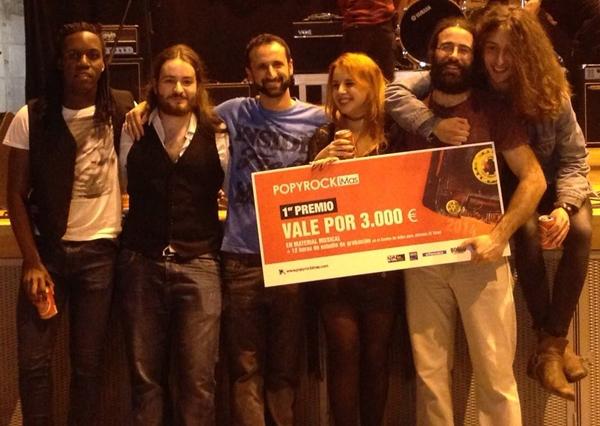 WHITE COVEN con el premio como ganadores del POPYROCK I MÁS 2014