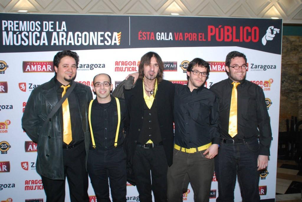 La Vidriera Irreverente al completo, con Rubén en el centro, durante los pasados Premios de la Música Aragonesa