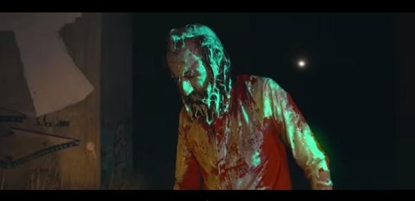 Uno de los fotogramas del videoclip de Calavera