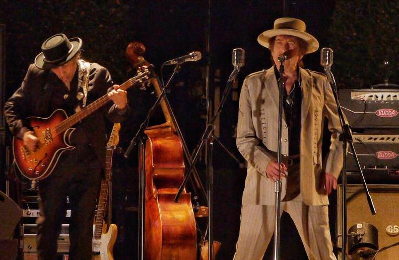 Dylan,-en-su-concierto-del-viernes-en-Barcelona-En-Zaragoza,-no-dejó-captar-imágenes-a-los-fotógrafos----Foto-FERRAN-SENDRA