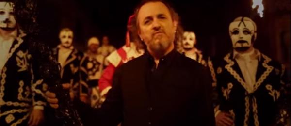 Fotograma del videoclip de Mariano Casanova