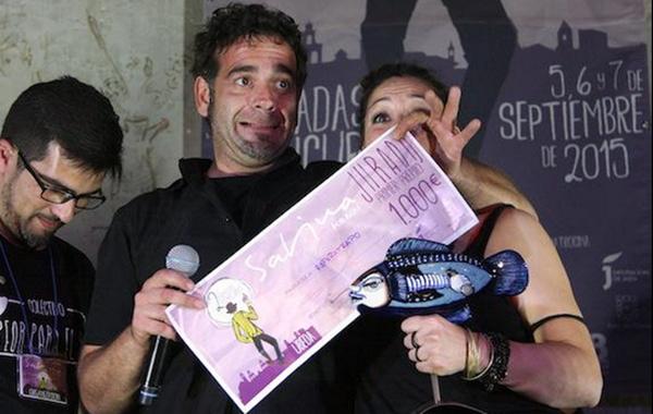 Esparatrapo recogiendo el premio del II Sabina por Aquí. Por: Alberto Román.