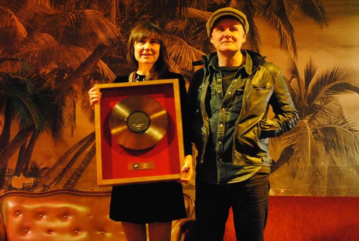 Amaral recibió hoy el Disco de Oro en Picnic (Madrid)