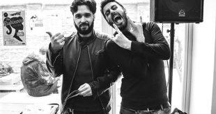 Los músicos Alejandro Castro y Diego Estabilito, conductores del podcast 'Desayuno con Vinilos'.