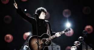 Enrique Bunbury durante su Mtv Unplugged