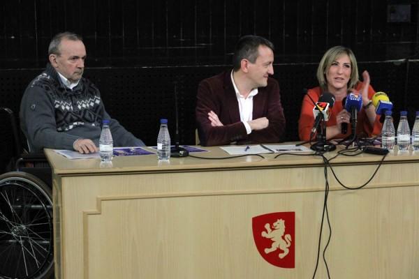 Ciclo De La Raíz. Presentación con, de izquierda a derecha: José Luis Cortés (Área), Fernando Rivarés (Concejal de Cultura del Ayuntamiento de Zaragoza) y Beatriz Bernad (música participante). Por: Carlos Gurpegui.