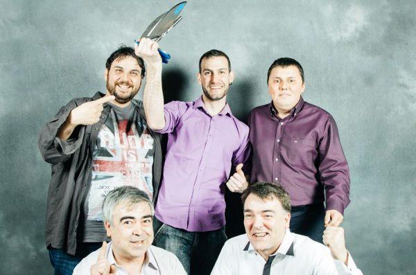 Representantes de la Federación Aragonesa de Radios Libres tras recoger el Premio Especial a la Trayectoria en los XV Premios de la Música Aragonesa. Por: Beatriz Pitarch.