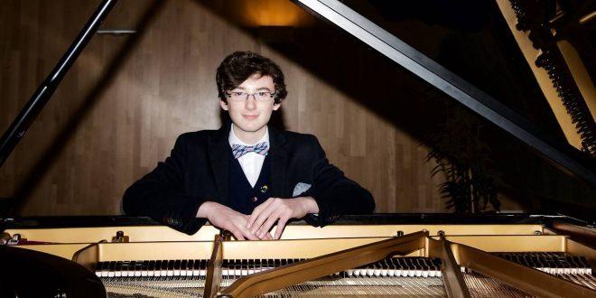 El joven pianista zaragozano de 15 años, Noel Redolar, es parte del cartel del XXXIII Festival de Jazz de Zaragoza.