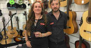 Gabriela Añaños 'Gabi' y Carlos Burguete Martinez, conductores de Musicopolix en Zaragoza. Por Aragón Musical.