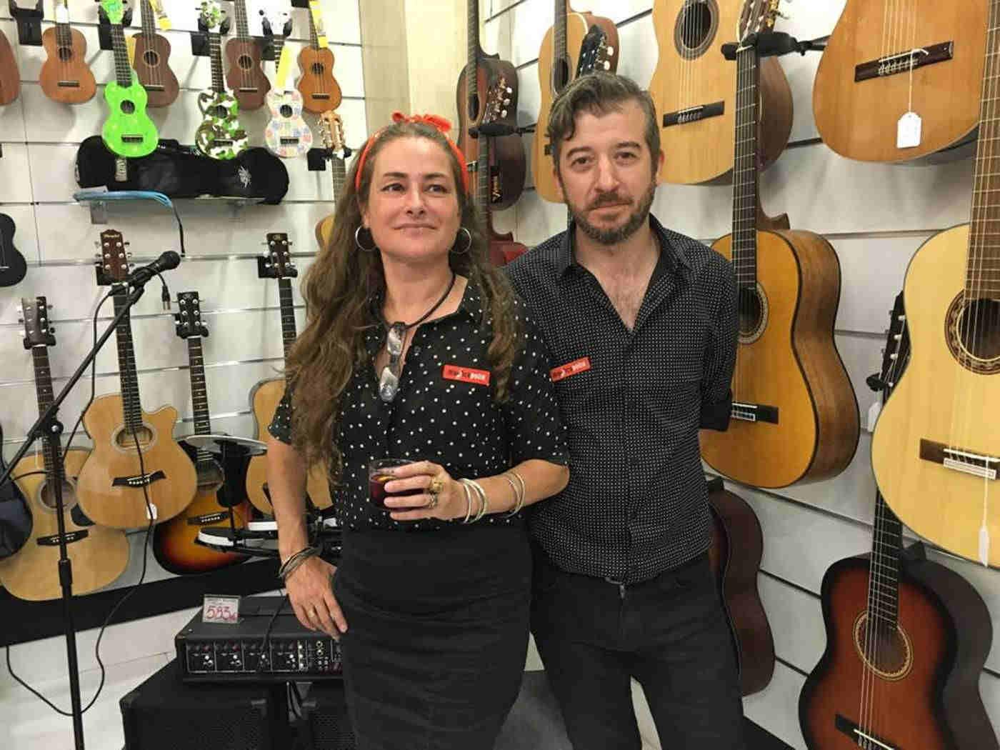 Gabriela Añaños'Gabi' y Carlos Burguete Martinez, conductores de Musicopolix en Zaragoza. Por Aragón Musical.