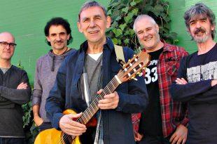 Joaquín Carbonell junto a sus músicos