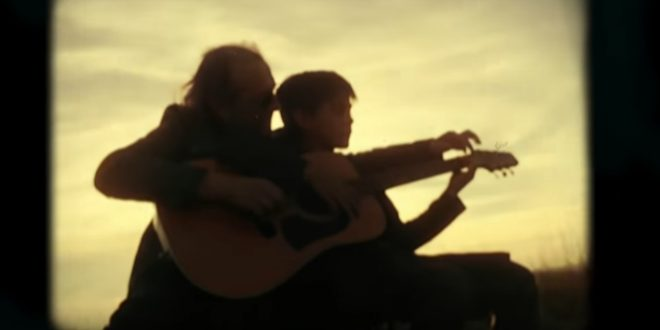 Fotograma del videoclip 'Eres' de Mariano Casanova realizado por Enrique Mavilla