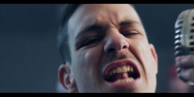 Fotograma del videoclip 'Golpes' de Oakland