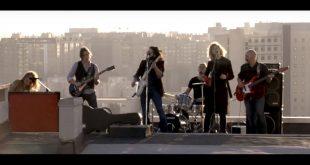 Fotograma del videoclip de Crisálida