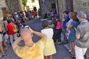El grupo El Mantel de Noa durante el Festival de Música Callejera de Villanúa