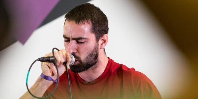Krevi Solenco interpreta 'no ye que rap' durante la presentación en rueda de prensa del disco 'O Zaguer Chilo'. Foto de Miguel Gracia.