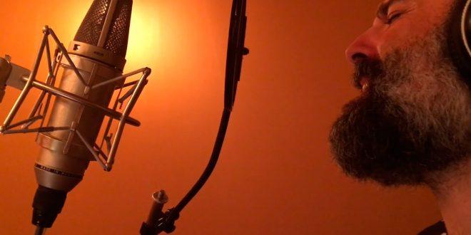 """Pecker durante la grabación de """"El incendio perfecto"""" en Madrid."""