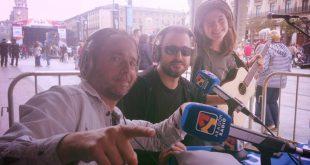 Beatriz Gutiérrez 'Begut' en el set de Aragón Radio durante su intervención en Aragón Musical 'En Vivo' junto a David Chapín y Sergio Falces.