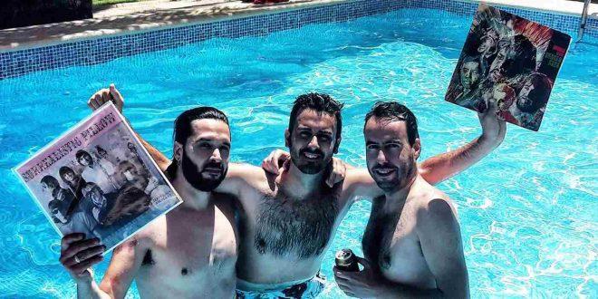 Los conductores de Desayuno con Vinilos, Alejandro Castro y Diego Stabilito, junto a Luis Irigoyen, uno de sus invitados.