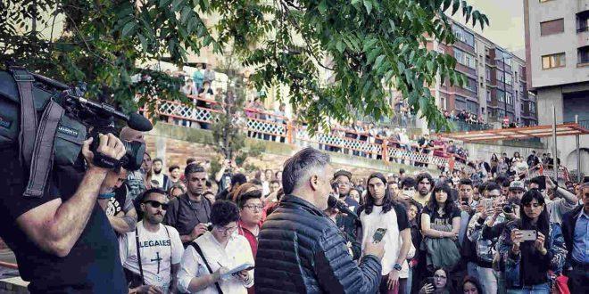 Kase.O y Ossian reúnen a un millar de personas en favor de la libertad de expresión
