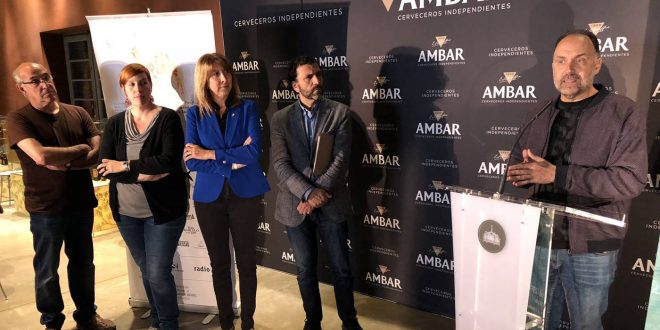 Durante la presentación de Pirineos Sur en el Espacio Ambar de Zaragoza. Por Aragón Musical.