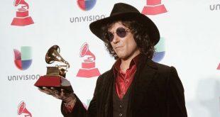 Enrique Bunbury durante el acto de recepción de su Grammy Latino por el disco 'Expectativas'