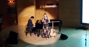 María José Hernández cerrando la gala de entrega de los IV Premios Artes & Letras. Por Aragón Musical.