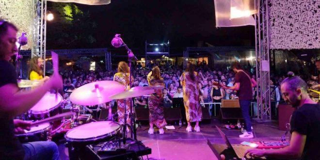 Durante la actuación de A-Wa en el Slap Festival 2019. Foto de Gustaff Choos.
