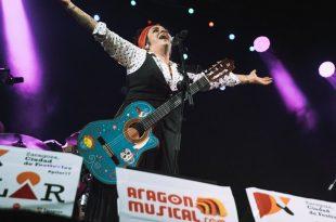 Amparanoia en las Fiestas del Pilar 2017 dentro del aniversario de Aragón Musical en la plaza del Pilar.