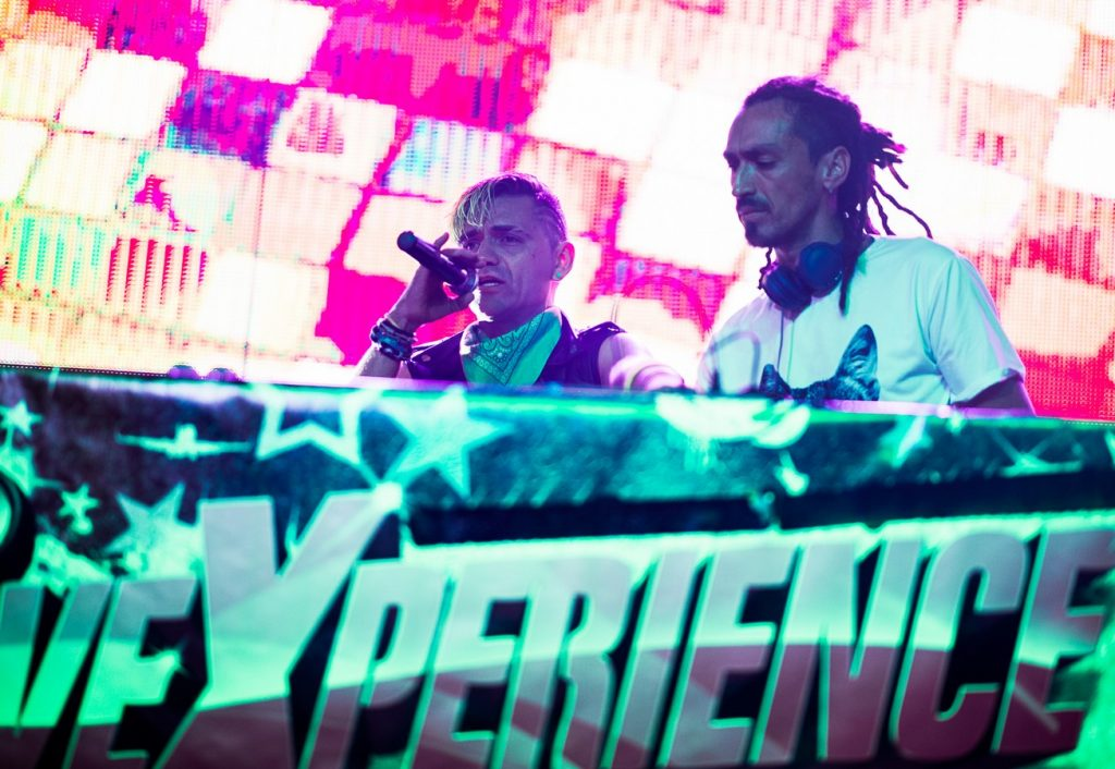 OBK y DJs el 9 de octubre de 2019. Carpa Aragón. Foto, Ángel Burbano