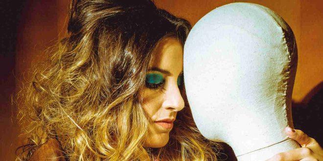Laura Cebrián 'ELEM' presenta en directo su disco de debut