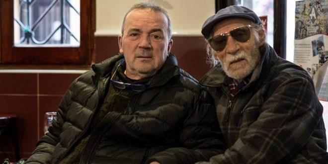 El cantaor Manuel Tejuela (a la derecha) junto a su amigo, el agitador cultural, José Luis Cortés 'Panoja'.