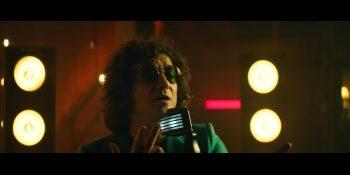 Fotograma del vídeo de Bunbury 'Deseos de usar y tirar'