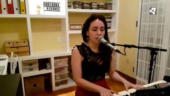 Ariadna Redondo interpretando su tema 'Todo va a salir bien'