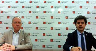 El alcalde de Huesca, Luis Felipe, junto con el concejal de Fiestas, Ramón Lasaosa, dando la noticia de la cancelación de las Fiestas de San Lorenzo 2020. 15 de mayo de 2020.