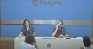 Durante la presentación del convenio, Sara Fernández, Vicealcaldesa y Consejera de Cultura y Proyección Exterior del Ayuntamiento de Zaragoza, y Pablo Cano 'Patxi', presidente de Aragón En Vivo.