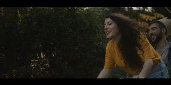 Fotograma del videoclip 'Little Boy' de Eva McBel