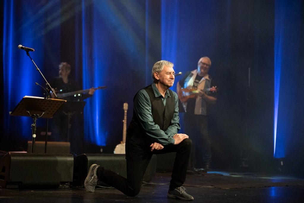 Joaquín Carbonell en su concierto celebración de 50 años en la música. Por Ángel Burbano para Aragón Musical.