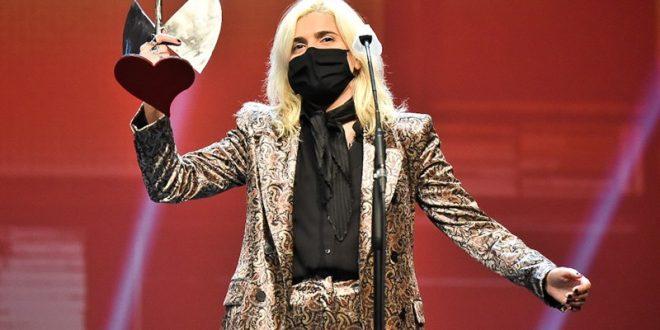 Erin Memento tras recoger el Premio a Mejor Canción en los 21º Premios de la Música Aragonesa. Foto de Ángel Burbano.