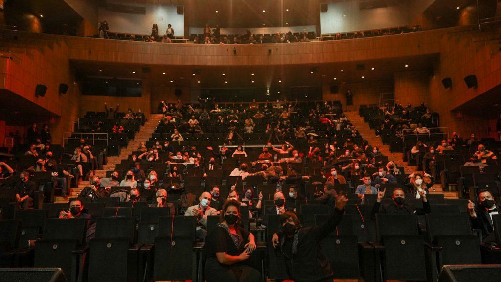 Foto de familia original, este año sin subir al escenario, cada persona desde su asiento. Foto de JalLux.