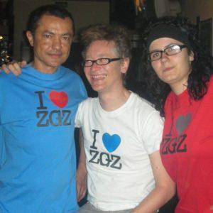 Julián Torres 'Cachi' a la izquierda con Nacho Atmósfera y La Chica de la Estación desde la Estación del Silencio. Foto del Facebook de Alceste Misantropo.