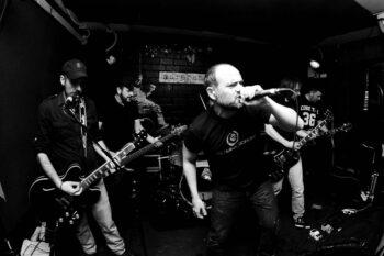 Monaguillos Sin Fronteras tocando en Avv Arrebato de Zaragoza. Foto: Luis Javier.