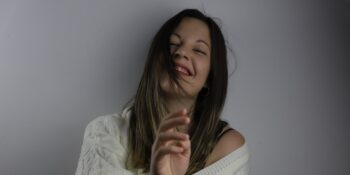 Layla Añil acaba de editar su debut: 'A mi alrededor'.