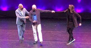 José Manuel Glaria recoge el premio a la Escenotecnia en la XII Gala del Teatro de ARES. Por Aragón Musical.
